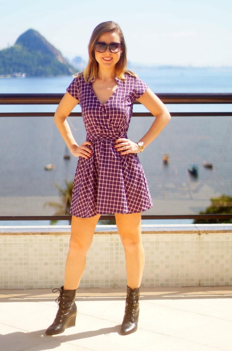 vestido xadrez com bota Cravo & Canela